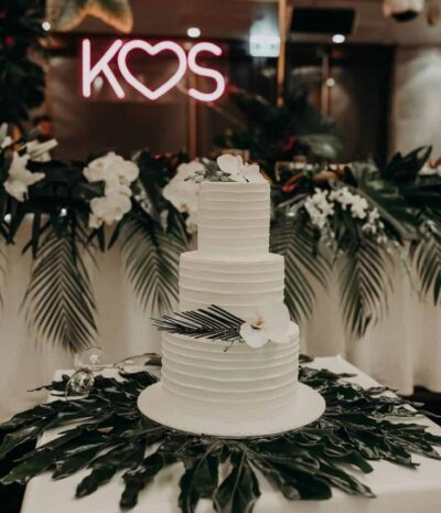 white wedding cake   Tumbleweed Events