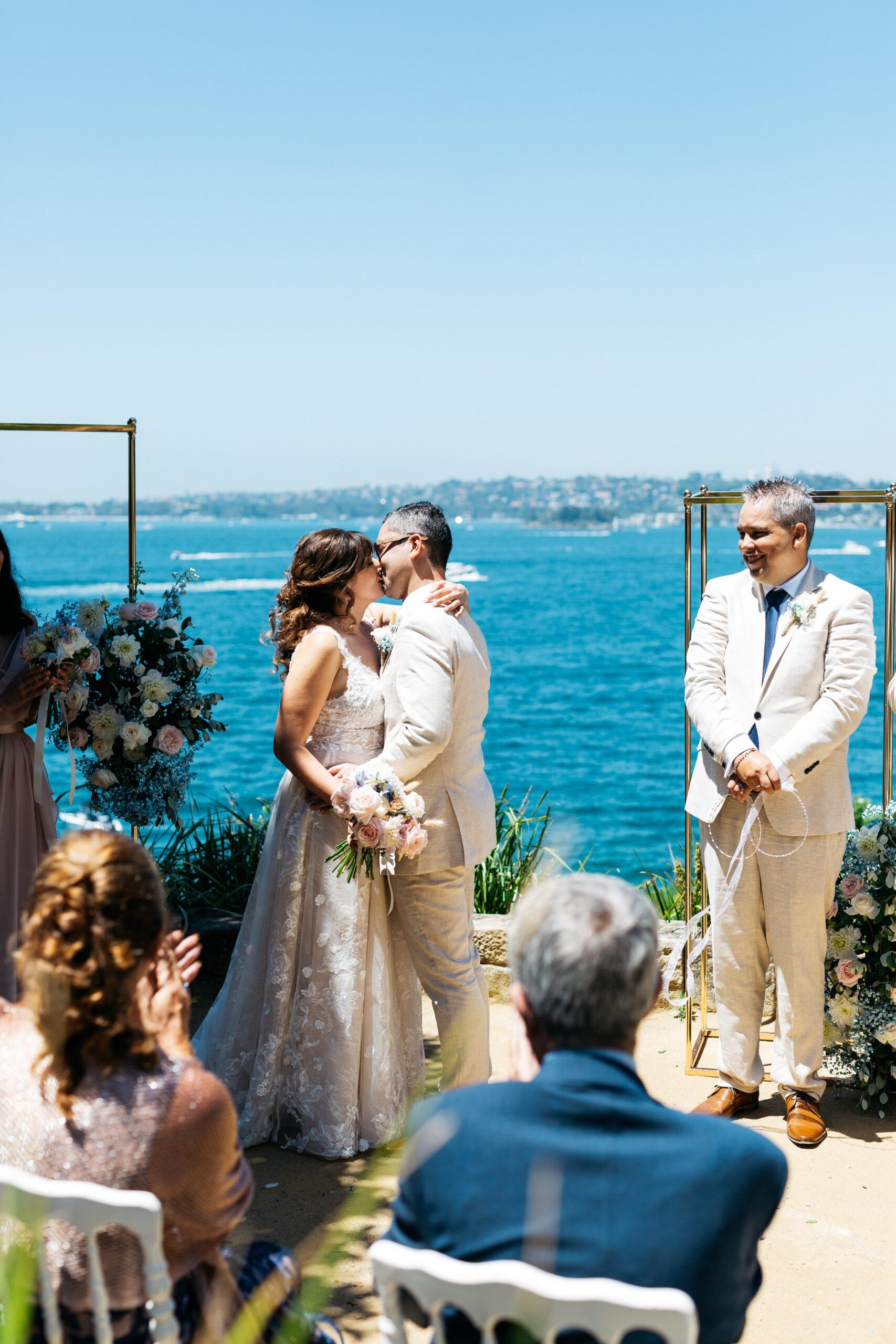 perfect wedding kiss | Tumbleweed Events