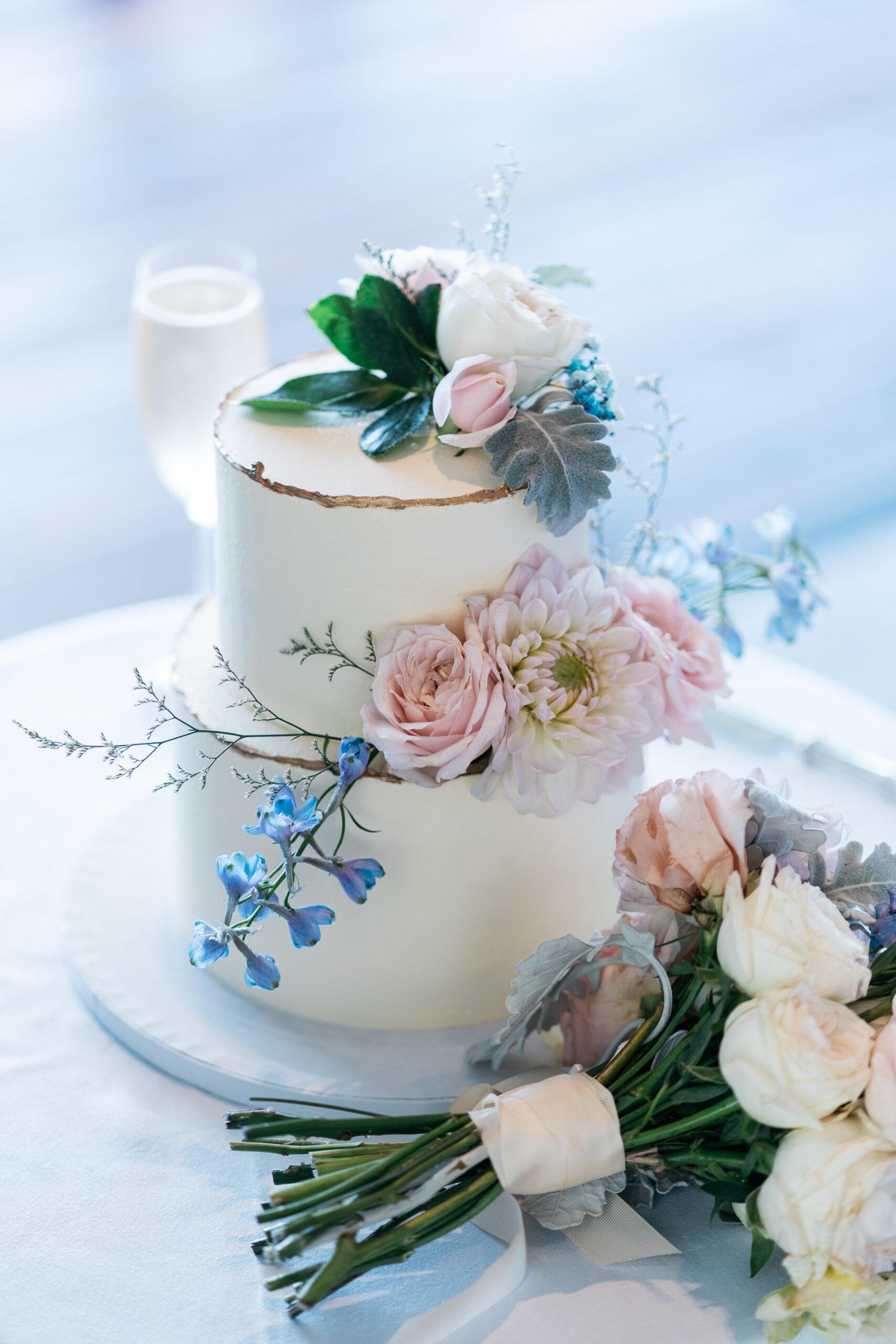 delicate wedding cake | Tumbleweed Events